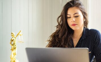 Can you get law degree online?
